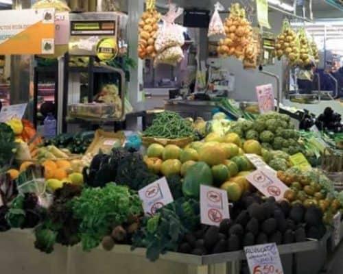 Mercados de Valencia puestos de frutería || mercadosdevalencia.com